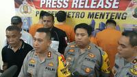 Wakapolres Metro Jakarta Pusat AKBP Arie Ardian Saat Memberikan Keterangan Pers Terkait Penangkapan Artis Peran Sandy Tumiwa atas Kasus Narkoba. (Foto: Liputan6.com/Ady Anugrahadi)