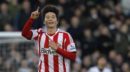 Ki Sung-Yueng menghabiskan delapan setengah musim berkarier di Liga Inggris. Ia tercatat pernah membela Swansea City, Sunderland, dan Newcastle United. Selain itu, Sung Yueng juga pernah bermain di Glasgow Celtic dan Real Mallorca. (AFP/Ian Kington)
