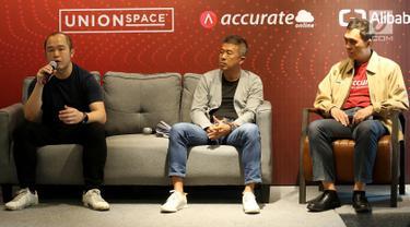 CEO UnionSPACE Albert Goh, Direktur Bank DBS Indonesia Rudy Tandjung dan Founder Accurate Darwin Tjoe memberi keterangan pers peluncuran ekosistem untuk mendukung pertumbuhan UKM dan start-up di Indonesia, Jakarta, Rabu (6/3). (Liputan6.com/Fery Pradolo)