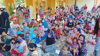 Pengungsi banjir rob Pekalongan, Jawa Tengah. (Foto: Liputan6.com/Felek Wahyu)