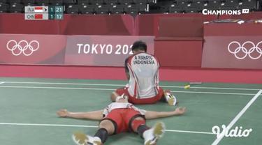 Ganda putri bulu tangkis Indonesia Greysia Polii dan Apriyani Rahayu tumbangkan ganda putri  wakil China, Du Yue/Li Yin Hui dengan skor 21-15, 20-22, dan 21-17. Greysia/ Apriyani pun lolos ke babak semifinal.