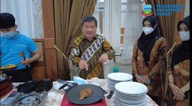 Bupati Garut Rudy Gunawan langsung mengkampanyekan ragam kuliner unggulan Garut untuk menarik wisawatan datang ke Garut.