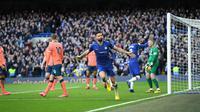 Penyerang Chelsea, Olivier Giroud melakukan selebrasi usai menyarangkan gol ke gawang Everton dalam lanjutan Premier League 2019-2020, Minggu (8/3/2020)