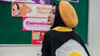 Inspirasi busana hijab dengan topi ala Fatin Shidqia Lubis. (dok. Instagram @fatin30/https://www.instagram.com/p/Bgi4FMdl16i//Adhita Diansyavira)