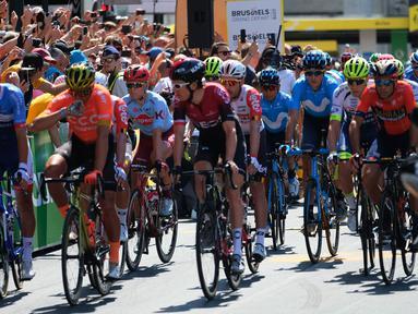 Peserta saat mengikuti Tour de France (TdF) 2019 dari kota Brussels, Belgia (7/7/2019). 50 tahun yang lalu Eddy Merckx dari Belgia memenangkan Tour de France pertamanya, untuk menyoroti hari itu, Tur dimulai dari Brussel. (Liputan6.com/HO/Arie Asona)