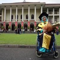 Inilah cerita tentang seorang perempuan hebat yang kehilangan kakinya, namun tetap lulus kedokteran UNS, cumlaude S2 UGM dan melanjutkan S3 di Eropa. (Foto: Instagram/@luthfiniza)