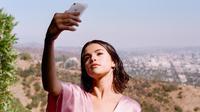 Ditambah Hailey merasa Selena bisa mengawasi mereka kapan dan di mana saja. (instagram/selenagomez)