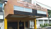 Kantor Dinas Pekerjaan Umum (PU) Sulawesi Selatan yang berada di Jalan AP Pettarani, Kota Makassar disegel oleh Komisi Pemberantasan Korupsi (KPK).