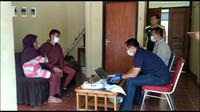 AK, salah satu pelaku video syur Vina Garut tengah melakukan pemeriksaan di Mapolres Garut (Liputan6.com/Jayadi Supriyadin)