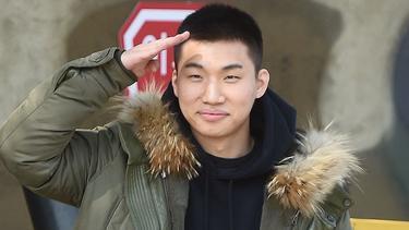 [Bintang] Dengan Senyum Merekah, Daesung BigBang Pamit Berangkat Wamil