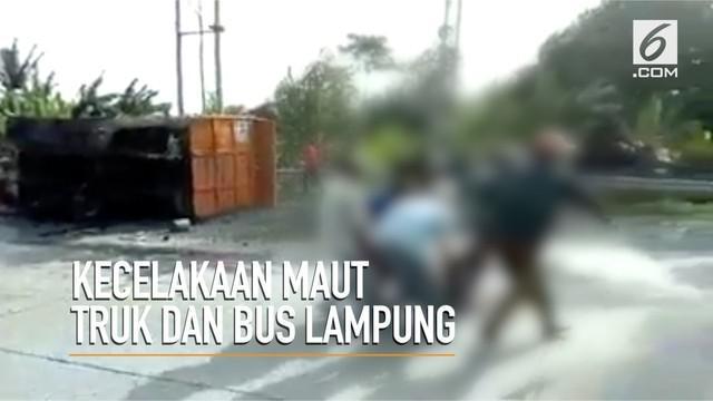 Kecelakaan maut di Tarahan Lampung Selatan, sebanyak sepuluh orang tewas.