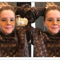 Cruz Beckham tampil terkini dengan koleksi kolaborasi Supreme X Louis Vuitton