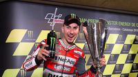 Pembalap Ducati, Jorge Lorenzo menunjukkan ekspresi bahagia usai memenangkan MotoGP Catalunya 2018. (Twitter/Ducati Motor)