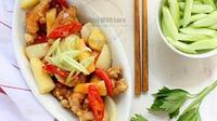 Kuluyuk adalah jenis masakan Cina yang berupa daging ayam yang dipotong kecil-kecil, digoreng lalu disiram saus asam manis.