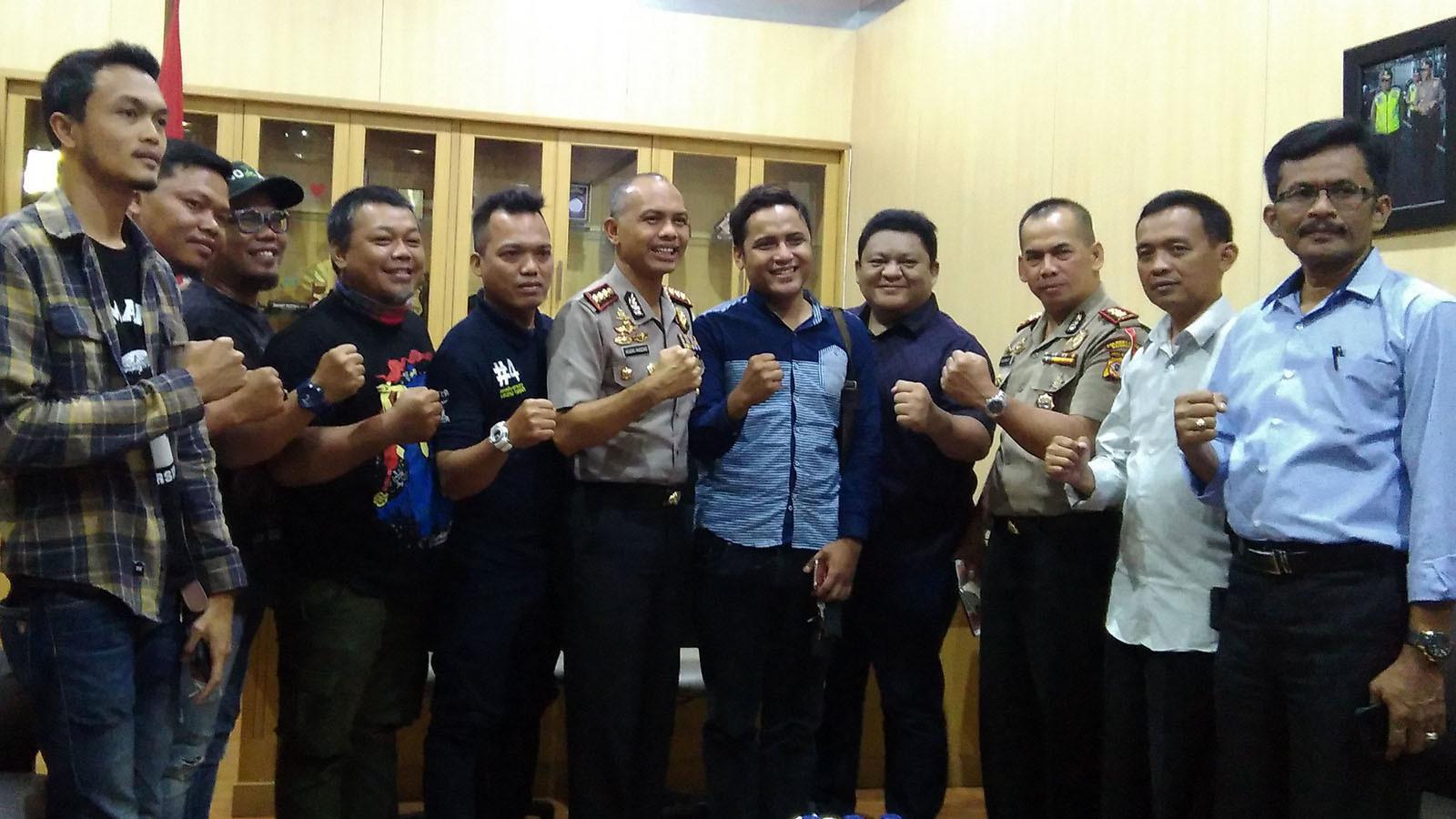 Viking Persib Club saat di Mapolrestabes Bandung, Kamis (29/3/2018). (Bola.com/Muhammad Ginanjar)
