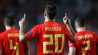 Gelandang Spanyol, Marco Asensio berselebrasi usai mencetak gol kedua ke gawang Kroasia selama pertandingan UEFA Nations League di stadion Manuel Martinez Valero, Spanyol (11/9). Spanyol menang telak atas Kroasia 6-0. (AP Photo/Alberto Saiz)