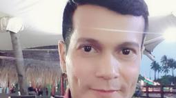 Salah satu resep awet muda dari mantan finalis abang DKI Jakarta 1995 ini adalah selalu rajin melakukan perawatan wajah. (Liputan6.com/IG/@adam_jordanreal)