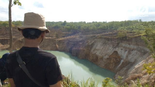 Sebuah luweng atau goa vertikal ambles menyebabkan adanya cekungan seperti kawah seluas 1 hektar.