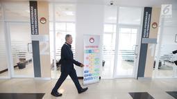 Petugas berjalan di depan salah satu ruangan di gedung baru Lembaga Perlindungan Saksi dan Korban (LPSK), Jakarta, Kamis (6/9). Gedung khusus untuk kantor LPSK ini diharapkan dapat memaksimalkan kinerja lembaga tersebut. (Liputan6.com/Faizal Fanani)