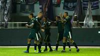 Selebrasi skuad Tira Persikabo saat mengalahkan Persita Tangerang pada laga pekan ketiga Shopee Liga 1 2020. (Bola.com/Yoppy Renato)