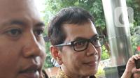Menteri Pariwisata dan Ekonomi Kreatif Wishnutama (kanan) saat tiba di Gedung KPK, Jakarta, Kamis (9/1/2020). Wishnutama mendatangi KPK untuk menyerahkan laporan harta kekayaan penyelenggara negara (LHKPN). (Liputan6.com/Herman Zakharia)