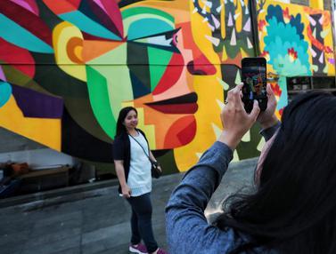 Seni Mural Seniman Kolombia di Taman Ismail Marzuki