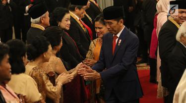 Presiden Jokowi Anugerahkan Tanda Kehormatan