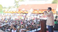 Capres nomor urut 02, Prabowo Subianto Saat Berkampanye di lapangan Mandala, Kabupaten Merauke, Papua. (Foto: Merdeka.com)