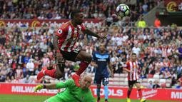 1. Jermain Defoe. Striker asal Inggris yang pernah memperkuat West Ham, Tottenham, Portsmouth, Sunderland dan Bournemouth dalam rentang 1999-2018 ini mampu mencetak 24 gol selama menjadi pemain pengganti dengan rasio 128,8 menit per gol. (AFP/Lindsey Parnaby)