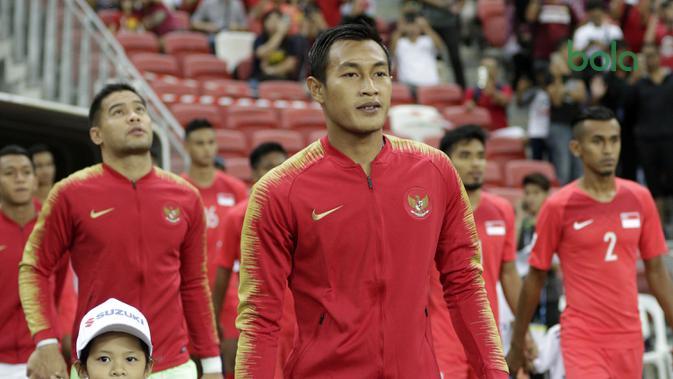 Kapten Timnas Indonesia, Hansamu Yama, bersiap saat akan melawan Singapura pada laga Piala AFF 2018 di Stadion Nasional, Singapura, Jumat (9/11). Singapura menang 1-0 atas Indonesia. (Bola.com/M. Iqbal Ichsan)