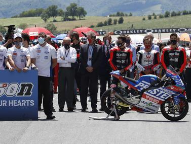Foto MotoGP: Penghormatan Terakhir Pebalap MotoGP Bagi Jason Dupasquier