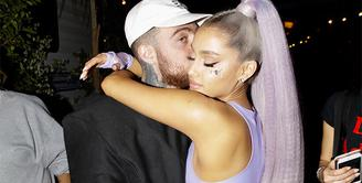 Ariana Grande masih berduka atas meninggalnya Mac Miller karena overdosis. (Rap-Up)