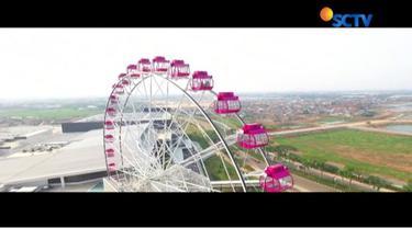 Bianglala berwarna pink dengan tinggi 69 meter ini terletak di mall kawasan Cakung, Jakarta Timur. Wahana ini terdiri dari 32 gondola.