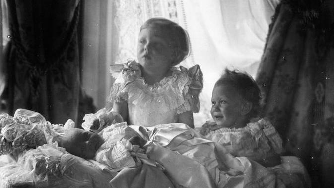 Raja Edward VIII. (W & D DOWNEY/ Fotografer Ratu Victoria)