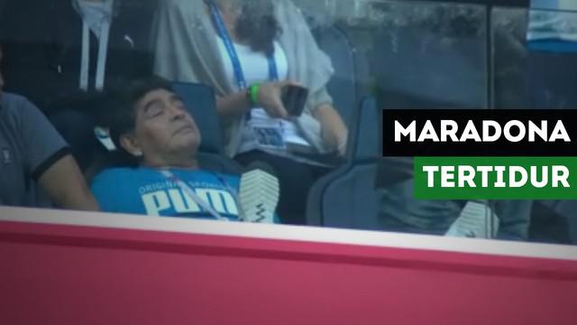Diego Armando Maradona tertangkap kamera tertidur pada saat pertandingan Argentina Vs Nigeria.