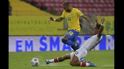 Tim Samba menang lewat gol dari Everton Ribeiro dan Neymar di babak pertama. Tambahan tiga poin membuat Brasil makin kukuh di puncak klasemen dengan 24 poin dari delapan laga. (Foto: AFP/Nelson Almeida)