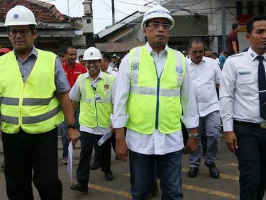 Menteri Perhubungan (Menhub) Budi Karya Sumadi melakukan kunjungan ke Stasiun Manggarai, Jakarta, Sabtu (16/2). Dalam kunjungannya, Menhub Budi melihat progres revitalisasi Stasiun Manggarai. Merdeka.com/Imam Buhori)