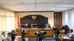 Suasana sidang pembacaan putusan di Komisi Informasi Publik, Jakarta, Rabu (29/7/2015). Sidang dengan agenda dokumen pemecatan Letjen Prabowo Subianto antara Pemohon KontraS dan termohon Mabes TNI. (Liputan6.com/Faizal Fanani)