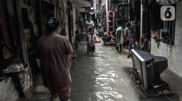FOTO: Banjir di Kemang Timur Lambat Surut