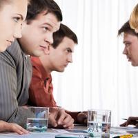 Konflik di kantor bukan hanya membuatmu jenuh tapi juga bisa menurunkan kinerja.