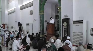 Gubernur Sulut Olly Dondokambey menghadiri salat Iduladha 1441 Hijriah di Masjid Raya Ahmad Yani Manado, Jumat (31/7/2020).