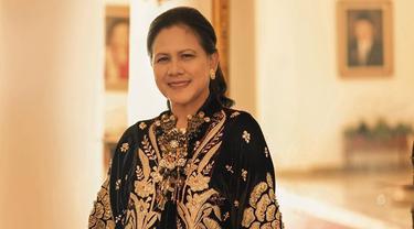 6 Gaya Pemotretan Iriana Jokowi, Kahiyang dan Selvi Ananda, Anggun dan Memesona