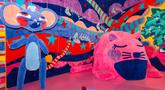 "Karya seni berbentuk kucing dan tikus yang terbuat dari bahan serat terlihat dalam pameran seni bertajuk ""Intangible"" di Dallas, Texas, Amerika Serikat, 21 Oktober 2020. Semua karya seni dalam pameran itu terbuat dari bahan serat atau fiber, yang menarik banyak pengunjung. (Xinhua/Dan Tian)"