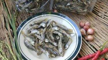 Goreng ikan bilih khas Ranah Minang. (Liputan6.com/ Rani Delvia)