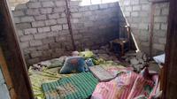 Kondisi rumah yang rusak akibat gempa mengguncang Pulau Morotai, akhir pekan lalu. (Liputan6.com/Reza Efendi)