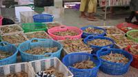 Udang hasil tangkapan nelayan, di Tempat Pelelangan Ikan (TPI) Pelabuhan Perikanan Samudera Cilacap (PPSC). (Foto: Liputan6.com/Muhamad Ridlo)