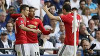 Para pemain Manchester United merayakan gol Ander Herrera (kiri) saat melawan Tottenham pada semifinal Piala FA di Wembley stadium, London, (21/4/2018). MU menang 2-1. (AP/Kirsty Wigglesworth)