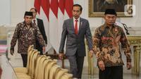 Presiden Joko Widodo (tengah) didampingi sejumlah menteri Kabinet Indonesia Maju menerima Sekretariat Jenderal Rabithah Al Alam Al Islami (World Muslim League), Sheikh Mohammed bin Abdulkarim Al Issa, di Istana Merdeka, Jakarta Pusat, Rabu (26/2/2020). (Liputan6.com/Faizal Fanani)