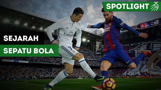 Berita video evolusi sepatu sepak bola dari masa ke masa. Cerita mengenai sepatu keren yang dipakai Lionel Messi dan Cristiano Ronaldo dimulai dari Kerajaan Inggris.