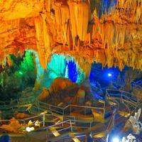 Gua-gua di Indonesia dengan 'wajah' rupawan yang siap memesonamu.